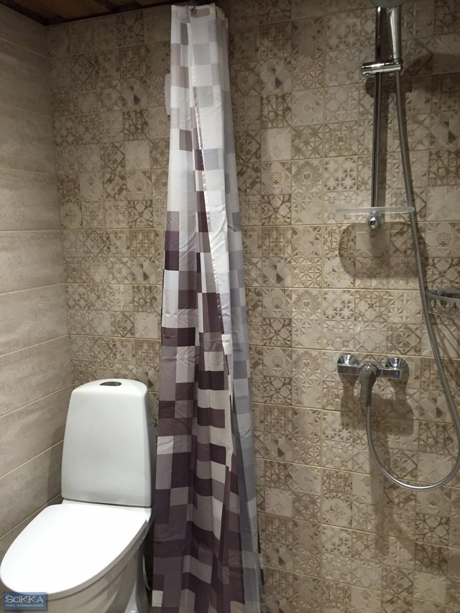 Väike maja tualettruum
